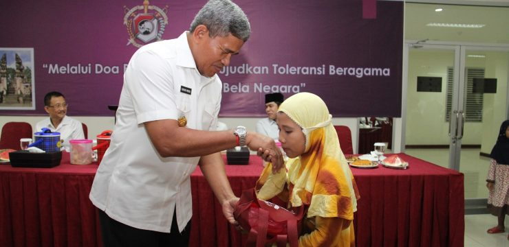 Unhan berikan santunan kepada 40 orang Anak yatim piatu desa tangkil dilingkungan Unhan