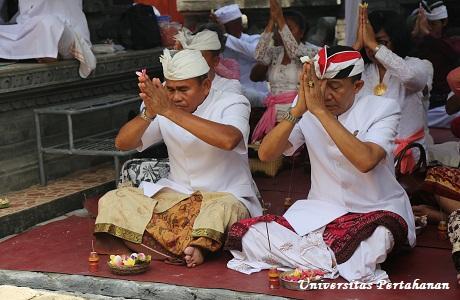 Unhan bersama Masyarakat Hindu Wilayah Bogor Selenggarakan acara Pujawali IV dan Doa bersama untuk keselamatan pengungsi Gunung Agung Bali