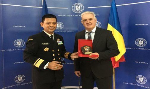 Dekan FMP Unhan Berikan Kuliah Umum di Rumania National Defence University