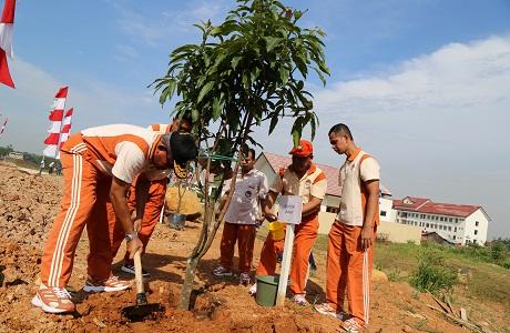 Unhan Laksanakan Aksi Penanaman Pohon