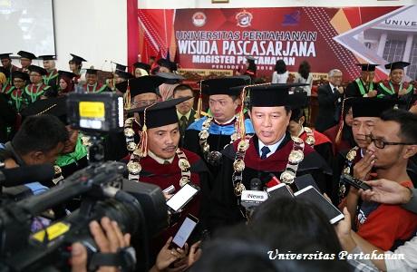 Universitas Pertahanan Meluluskan 296 orang Mahasiswa Pasca Sarjana Sekaligus Sebagai Kader Intelektual Bela Negara