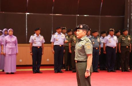 Panglima TNI Terima Laporan Kenaikan Pangkat Rektor Unhan Letnan Jenderal TNI Dr.Yoedhi Swastanto, M.B.A