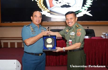Mahasiswa Unhan Terima Kuliah Umum dari KASAL tentang Peran TNI AL Dalam Menjaga Stabilitas Keamanan Maritim
