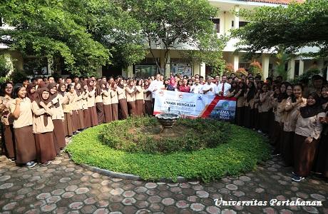 Unhan Mengajar di SMA Negeri 2 Kota Bogor dan SMA Negeri 5 Bogor oleh Program Studi SPS