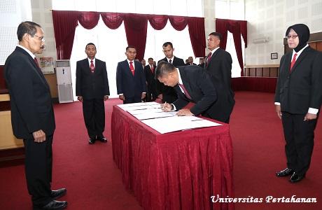 Rektor Unhan Pimpin Acara Pelantikan dan Pengangkatan Sumpah  Pejabat Eselon III Unhan