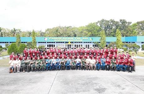 Mahasiswa Fakultas Manajemen Pertahanan Unhan Laksanakan Kunjungan Penelitian di Lanud Roesmin Nurjadin Provinsi Riau
