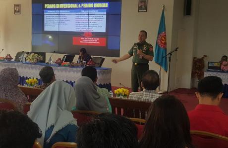 Dosen Unhan Berikan Kuliah Umum Tentang Perang Dagang Era Peperangan Asimetris