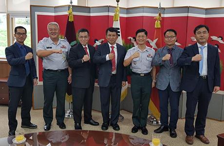Dosen Unhan Laksda TNI Dr. Sulistiyanto, S.E., M.M., M.Sc.,P.S.C Berikan Kuliah Umum di Korea National Defence University (KNDU)