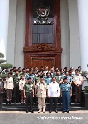 Menteri Pertahanan RI Prabowo Subianto bersama Wakil Menteri Pertahanan RI Wahyu Sakti Trenggono melaksanakan kunjungan kerja ke Universitas Pertahanan