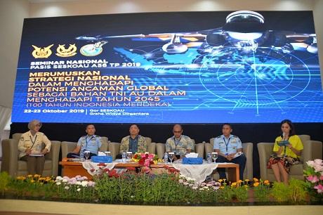 Dekan Fakultas Teknologi Pertahanan Unhan Menjadi Narasumber Seminar Nasional Akhir Pendidikan Pasis Seskoau Angkatan Ke-56 TP. 2019