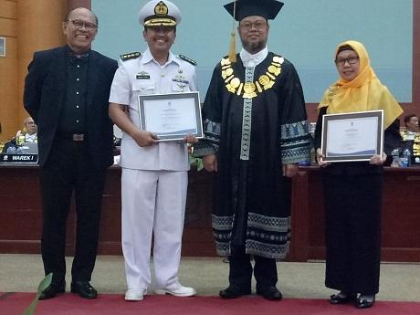 Dosen Unhan mendapat penghargaan Tutor Tutorial Online Berkinerja Terbaik Matakuliah Ampuan ISIP4216 Metode Penelitian Sosial