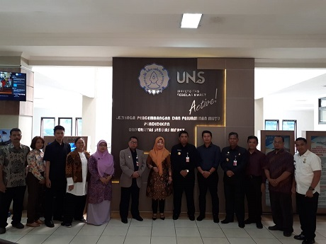 Unhan Laksanakan Study Banding E-Learning And Smart Campus di Universitas Sebelas Maret Solo