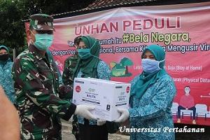Rektor Unhan Berikan Bantuan Makanan Bagi Balita di Posyandu Kelurahan Tangkil