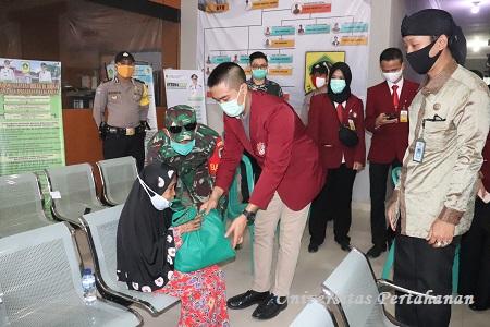 Universitas Pertahanan Peduli Covid-19 bagikan Sembako pada Masyarakat Citeureup Bogor