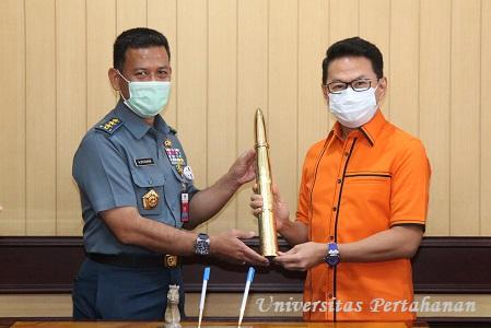 MoU Unhan dengan Persatuan Insinyur Indonesia (PII)