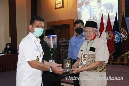 Unhan Gelar Diskusi Panel Penelitian Ilmiah untuk Ketahanan Sosial Negara Kesatuan Republik Indonesia