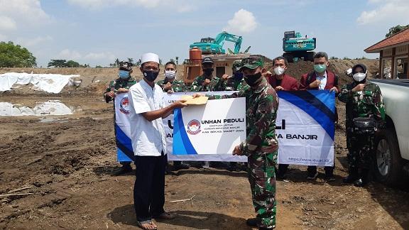 Mahasiswa S2 Unhan RI Bhakti Sosial dalam Program Unhan RI Peduli untuk Korban Bencana Banjir di Kabupaten Bekasi