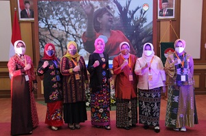 Dharma Wanita Persatuan Unhan RI Mengikuti Acara Lomba Desain Kebaya dan Kreatifitas Nasi Campur